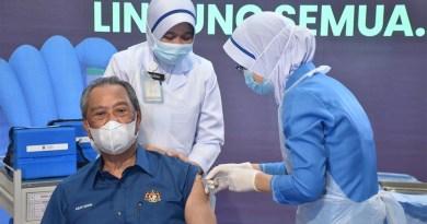 Suntikan pertama vaksin Covid-19 milik Muhyiddin