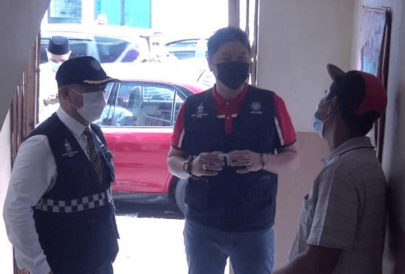Lelaki ditahan merokok di khalayak ramai, diberi tazkirah