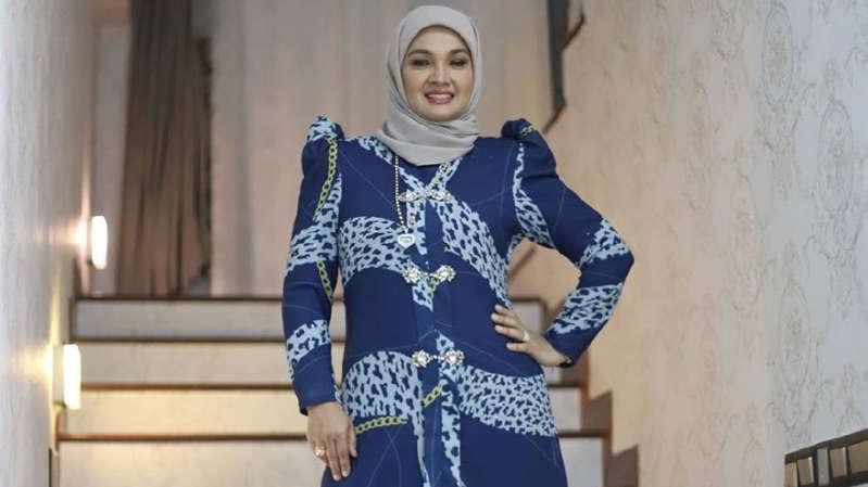 Tudung jadi baju raya Zarina Zainuddin