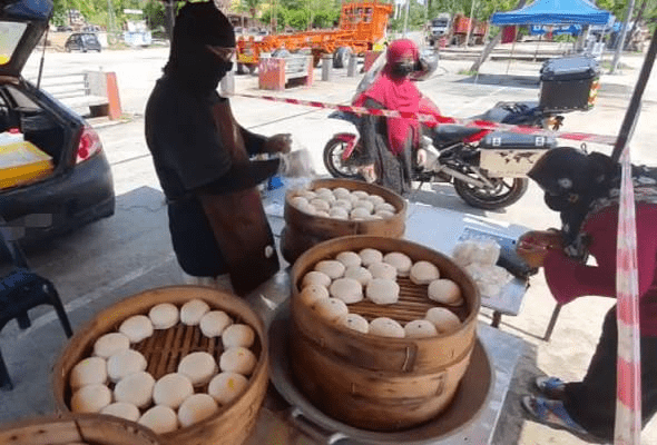 Suami isteri jual pau RM1 bagi teruskan kelangsungan hidup