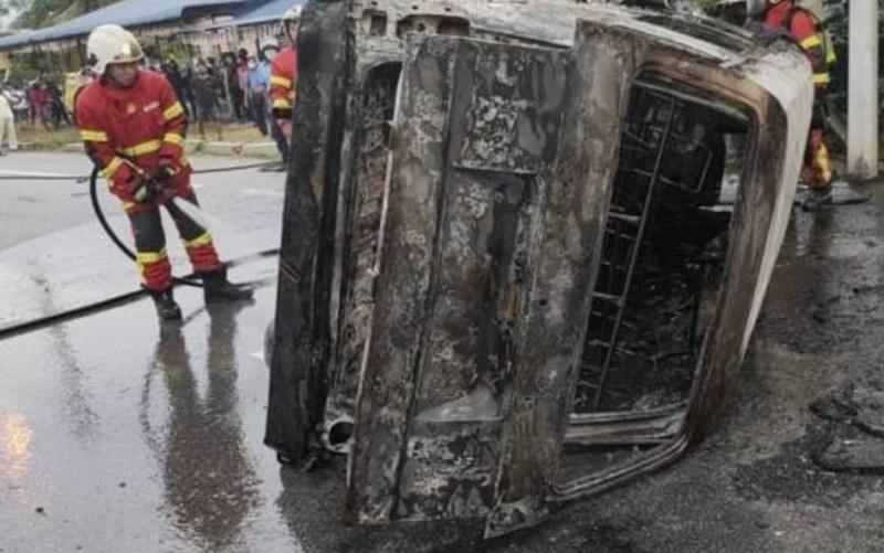 Wanita rentung dalam kemalangan babit 2 kenderaan