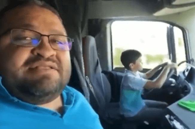 Bapa Sanggup Biarkan Anak 10 Tahun Pandu Trak [VIDEO]
