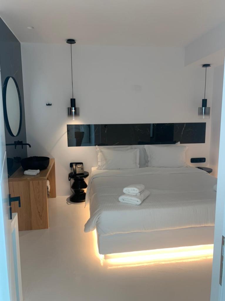 tagoo black mykonos - villas mykonos - concierge mykonos services 3