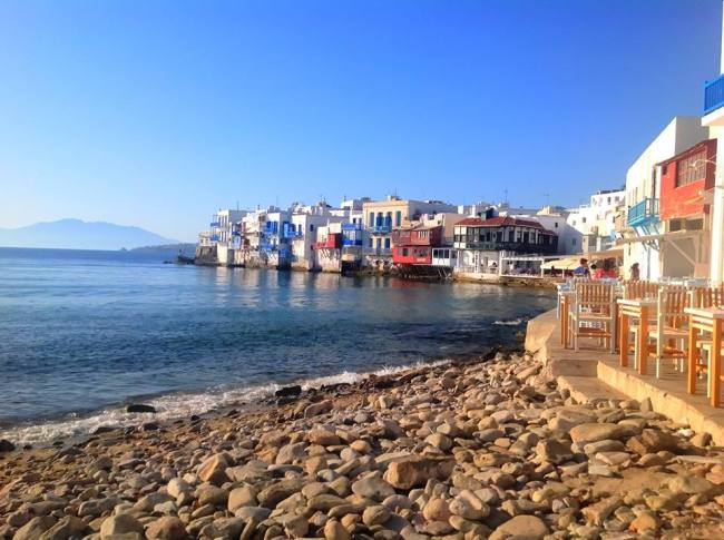 The most legendary bar in Mykonos was Pierro's bar, which first opened in 1973 and lasted for more than three and a half decades.