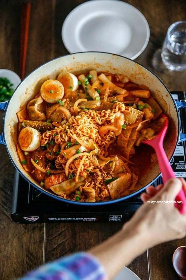 Rabokki - Ramen + Tteokbokki (Korean spicy rice cakes) | MyKoreanKitchen.com
