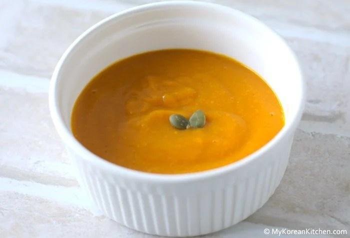 Brown Rice and Pumpkin Porridge (Hyunmi Danhobak Mium)