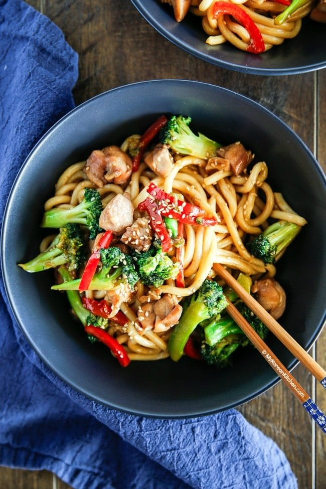 15 Minute Easy Chicken and Broccoli Noodle Stir Fry | MyKoreanKitchen.com