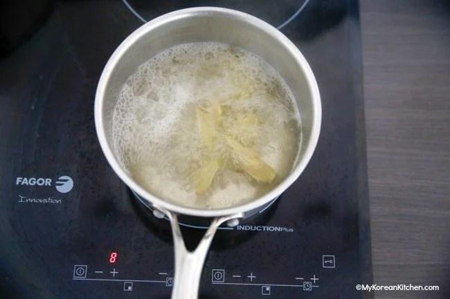 Boiling ginger water for Baesuk