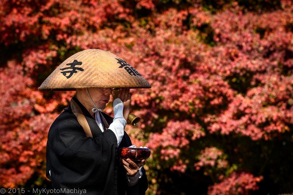 141130_Kyoto-Kiyomizu-Dera-Buddhist-Monk-813506