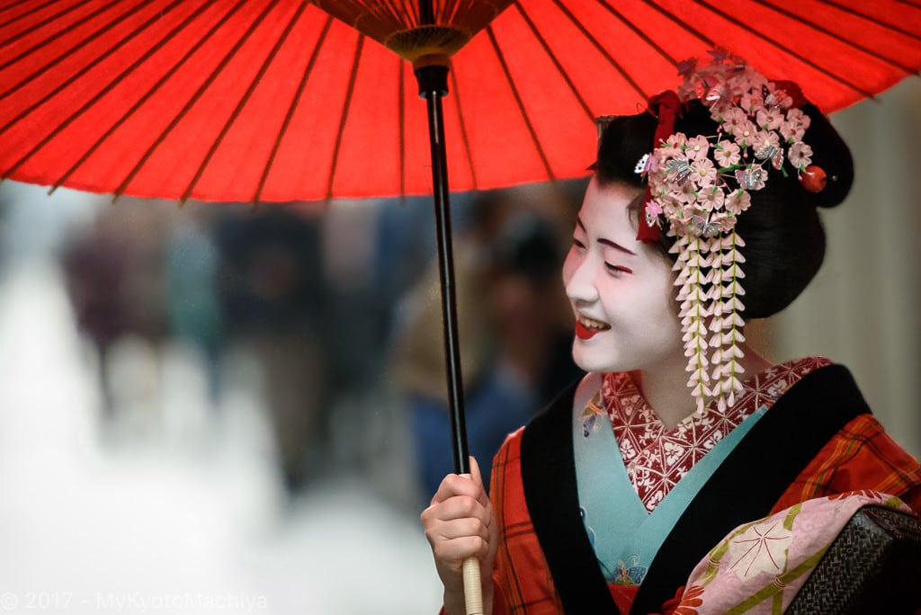A maiko in April around Miyagawa-Cho