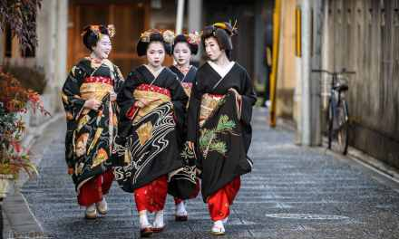 New Year's Greeting around Kamishichiken