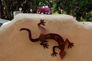 I enjoyed the every last detail of the Placitas garden tour, even these adorable chatchkies.