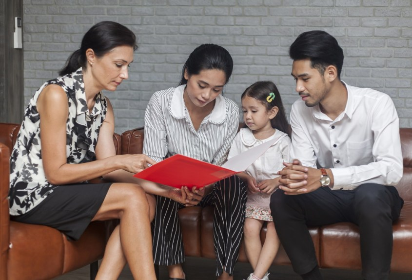 parents and child discussing uncontested divorce