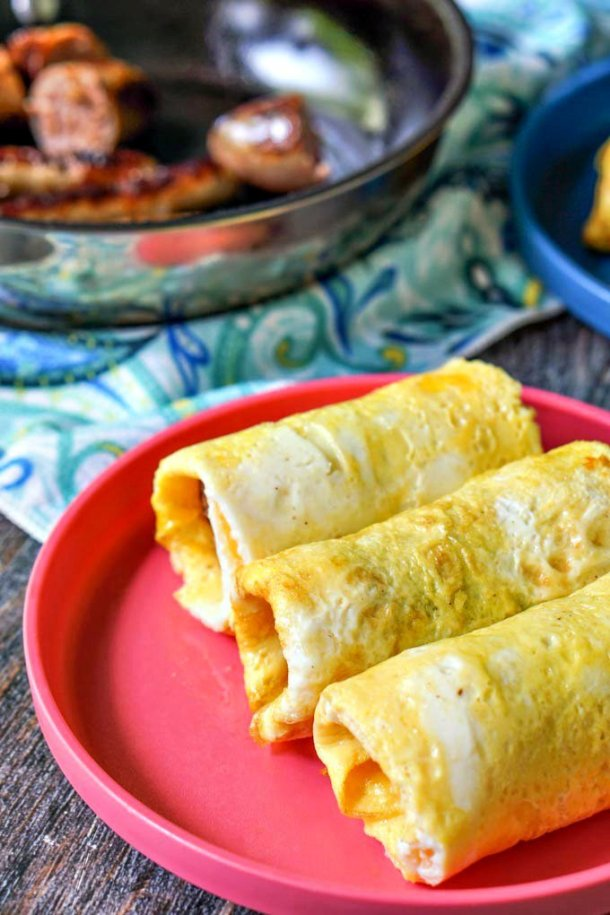 If you are looking for an easy grab & go low carb breakfast, try this sausage egg roll. Using the egg as the wrapper, you can make a bunch of these and freeze for a quick breakfast. Only 1.8g net carbs each.