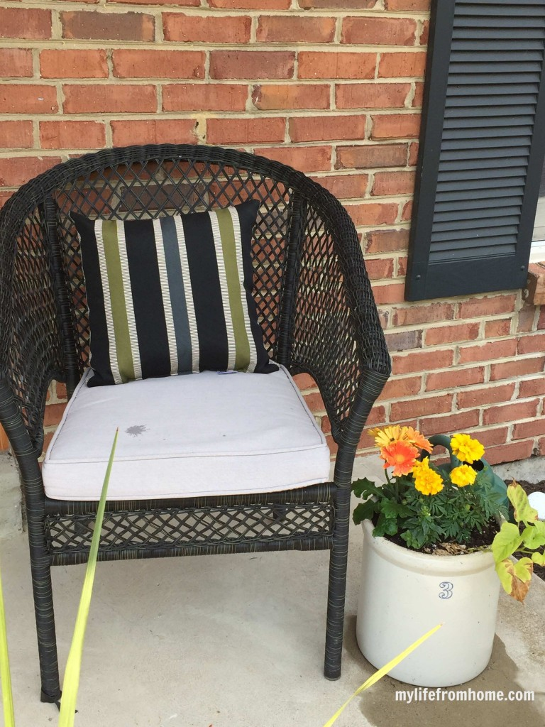 Spring Porch Ideas & Inspiration by www.mylifefromhome.com