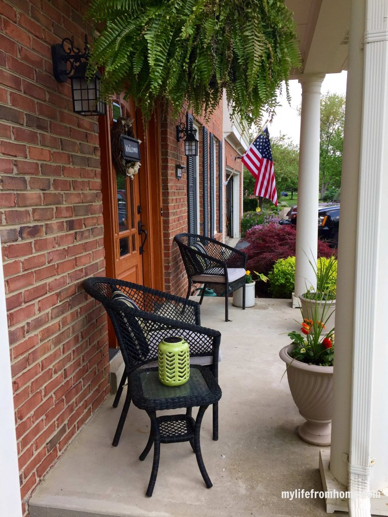Front Porch Updates for Spring by www.whitecottagehomeandliving.com