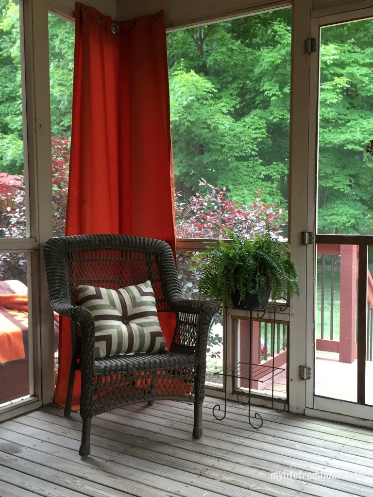 Screened In Porch Decorating Ideas & Inspiration by www.whitecottagehomeandliving.com