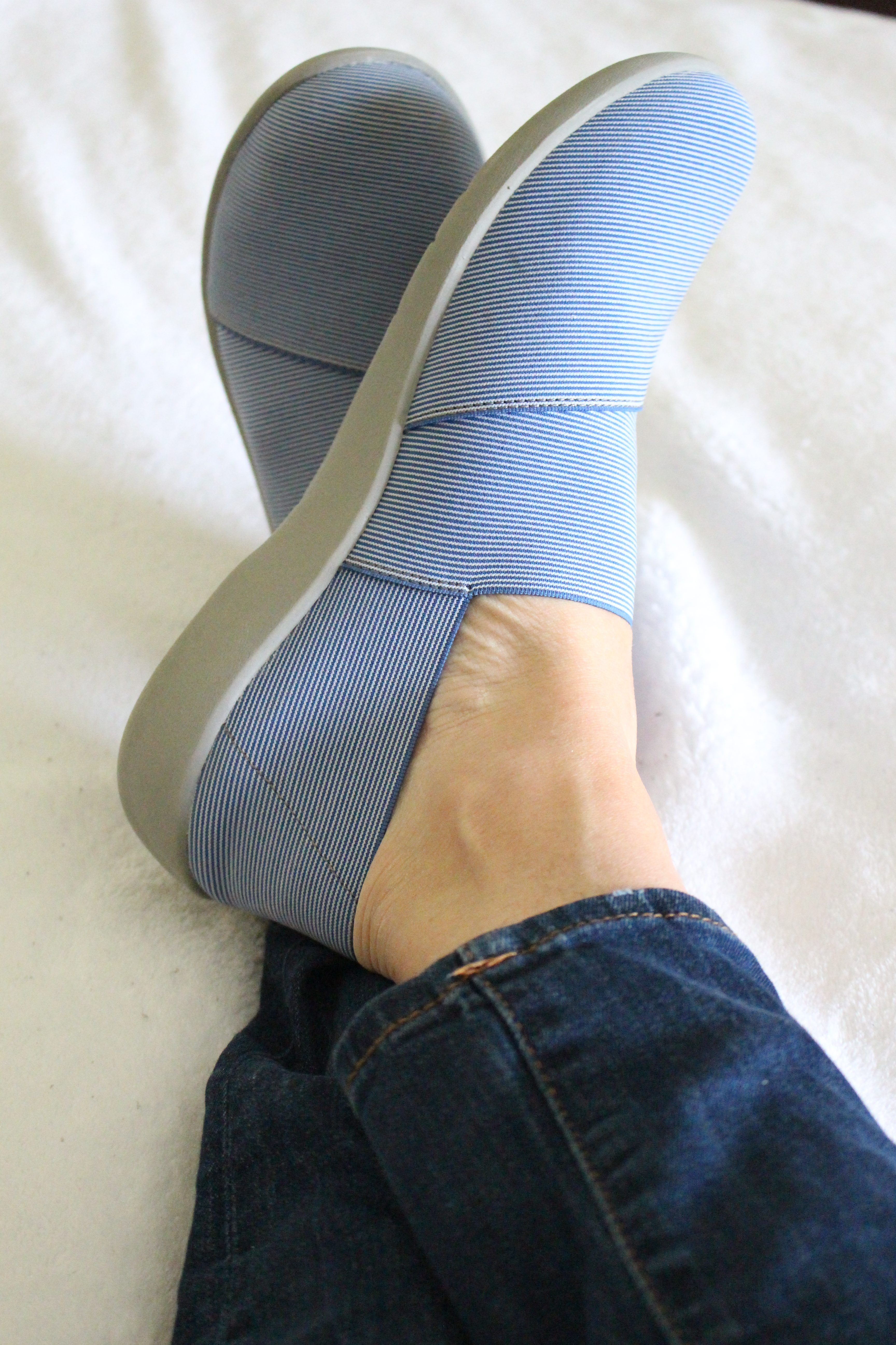Clarks cloud stepper shoes for versatility by www.whitecottagehomeandliving.com