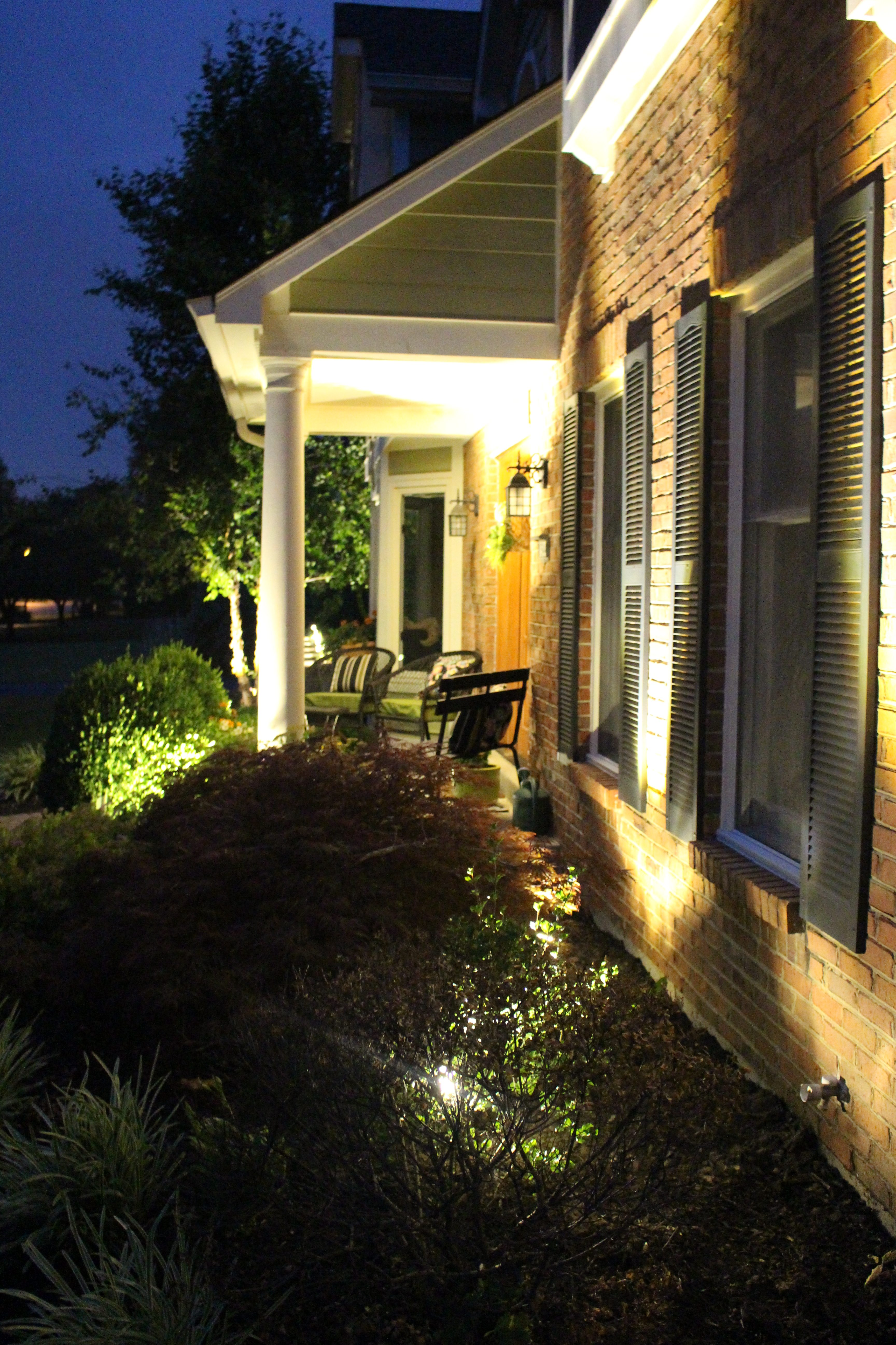 Landscape Lighting Kit from LampsPlus installed for Curb Appeal by www.whitecottagehomeandliving.com
