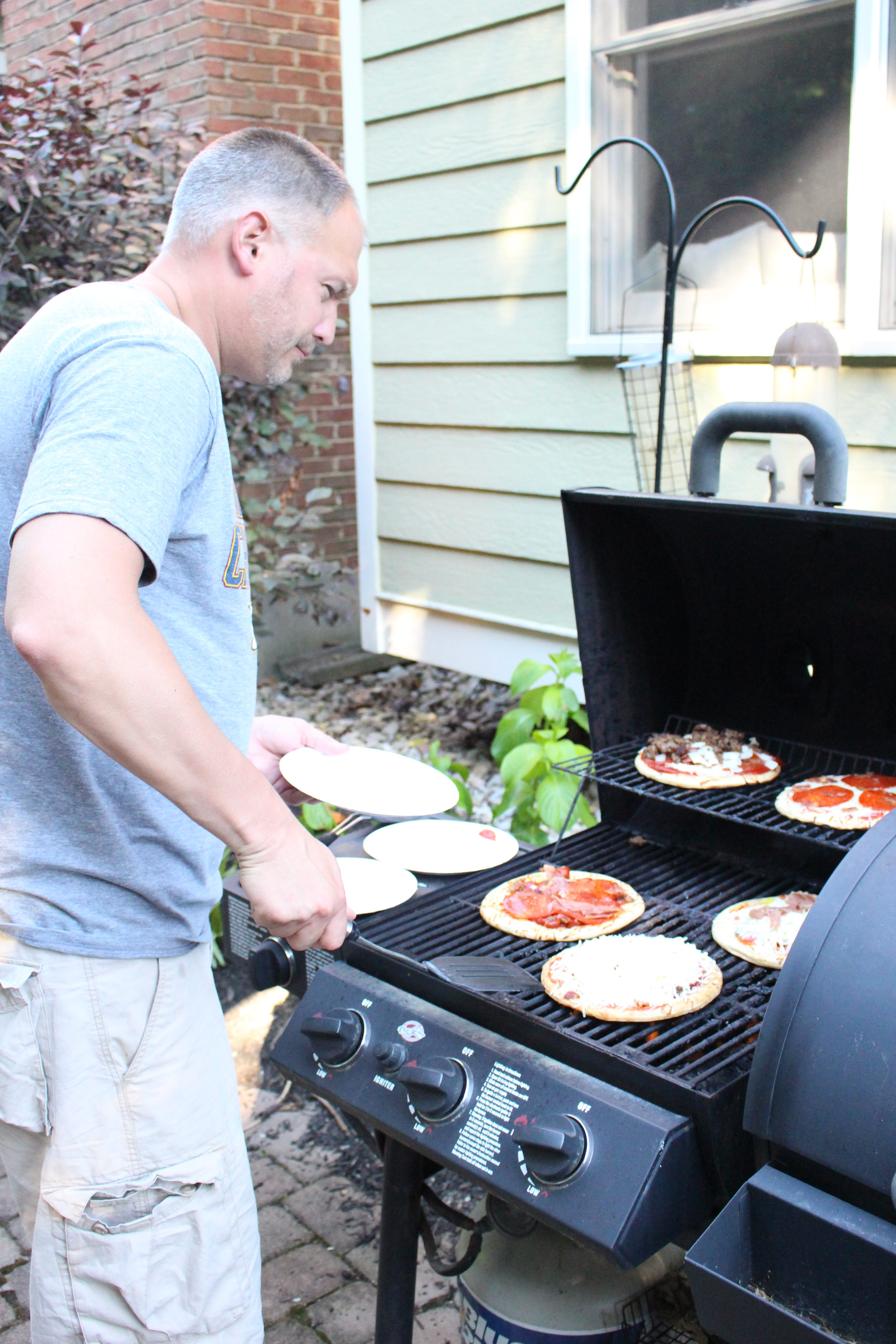Grilled Pizza Party by www.whitecottagehomeandliving.com