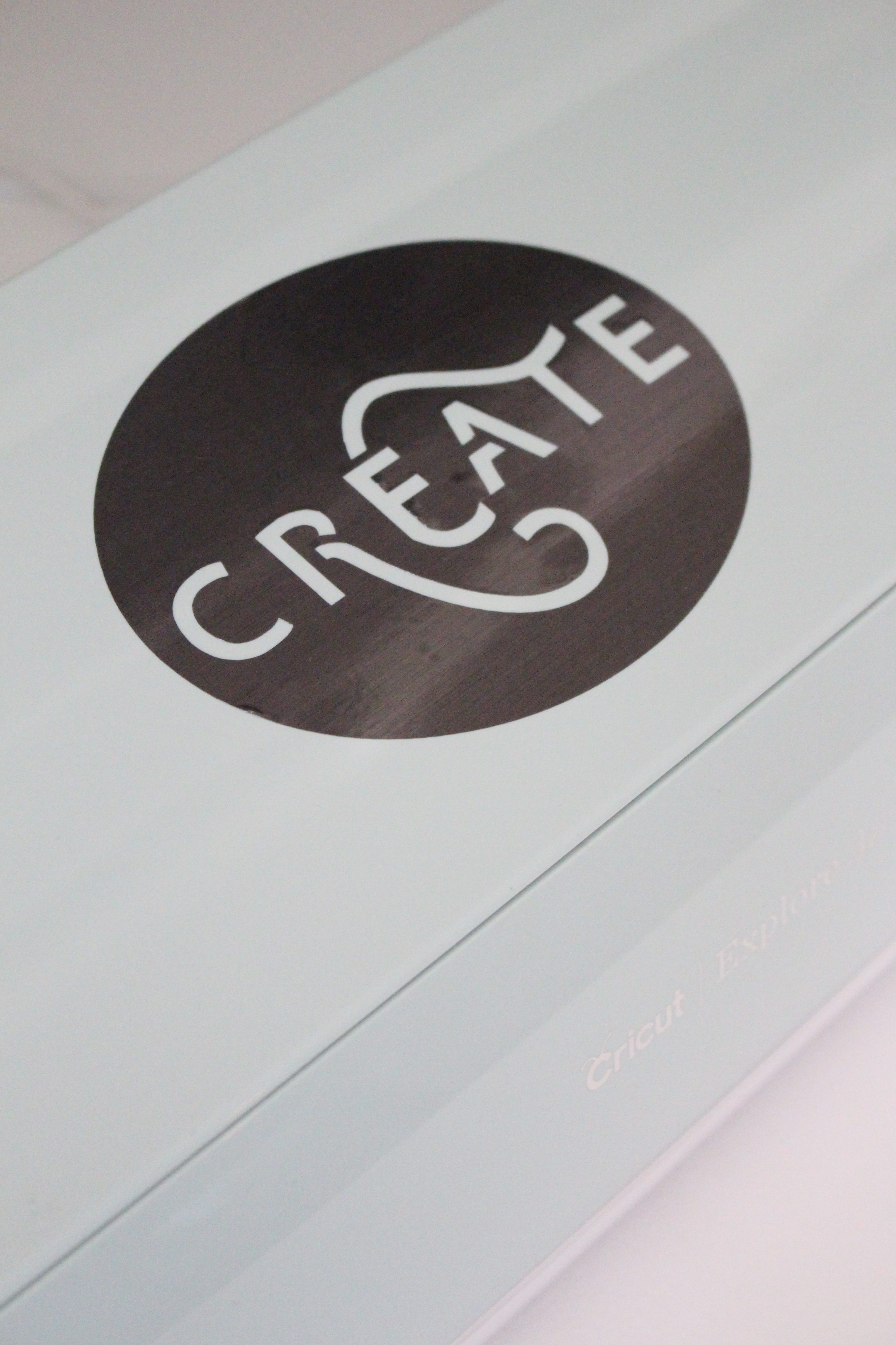 Cricut Explore Air 2- cutting machine- DIY- crafting machine- Cricut- using a writing and cutting machine for crafts