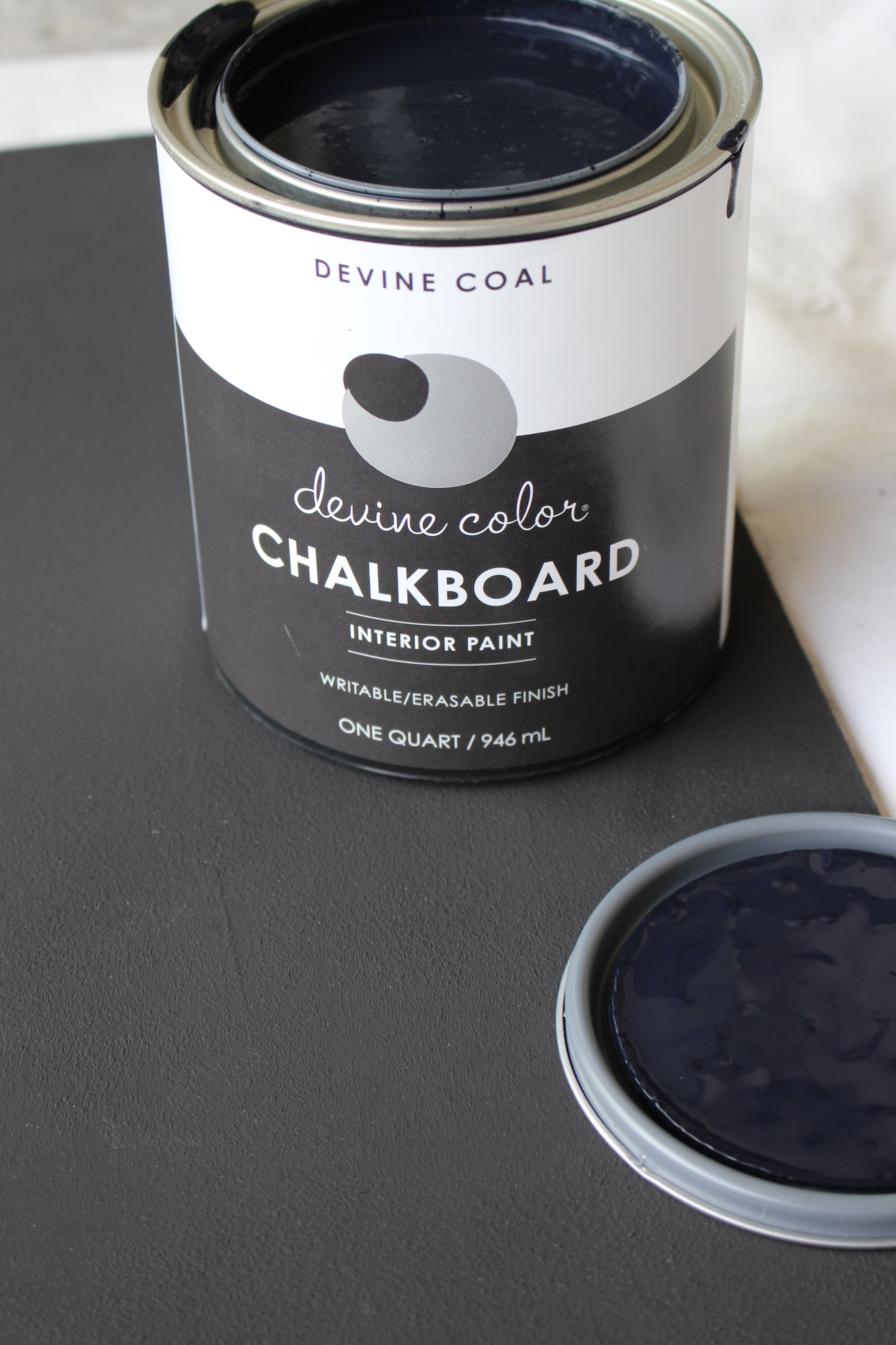 Farmhouse Chalkboard- Recycling a Vintage Frame into a Chalkboard- Vintage frame- Using a frame to make a chalkboard- chalkboard- Devine Color Paint- Making a chalkboard- chalkboard paint project- farmhouse style frame- DIY- Craft- white chalkboard- chalkboard art for summer