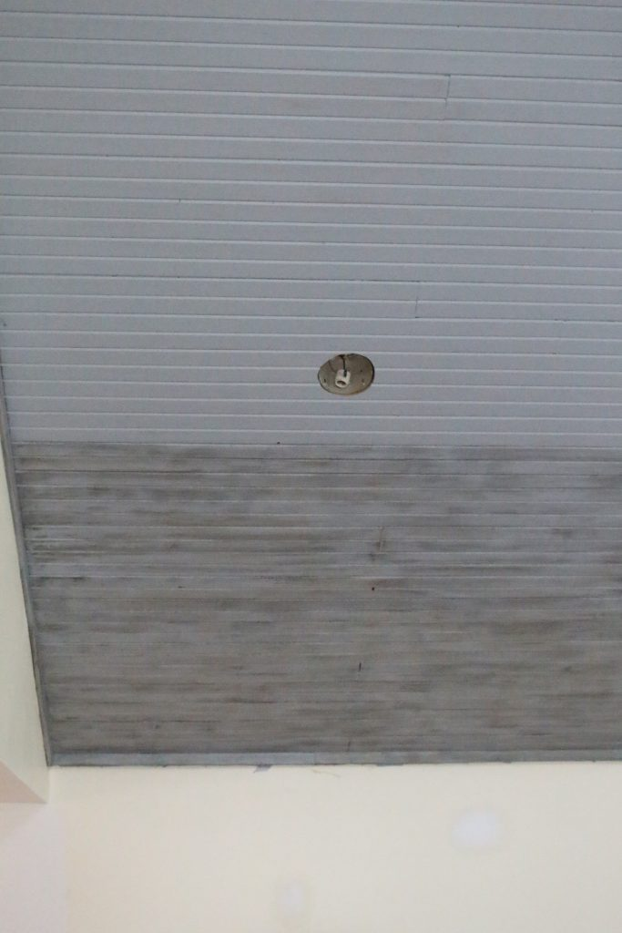 Weathered Wood Look for a Pine Plank Ceiling- ceiling treatment- painted ceiling- weathered wood look- DIY- DIY project- home design- updating wood- room renovation
