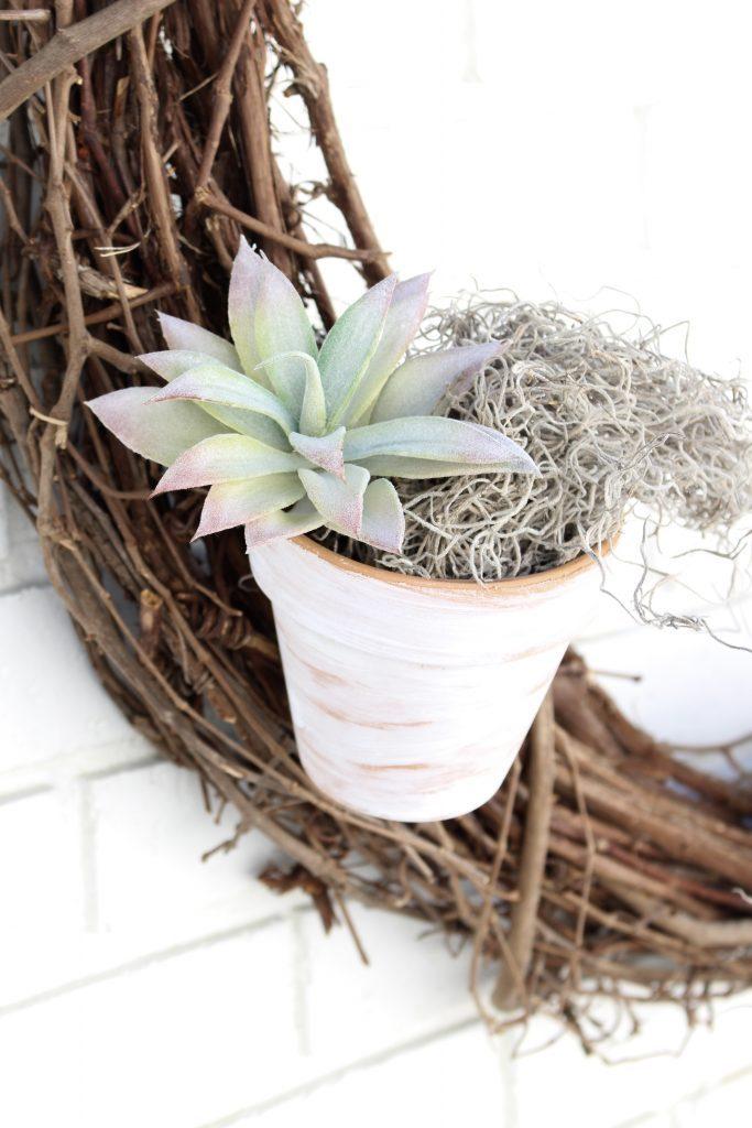 Outdoor succulent garden wreath- living wreath- grapevine wreath- hanging pots- succulents- outdoor- decor-garden- wreath with pots- teracotta pots- painted
