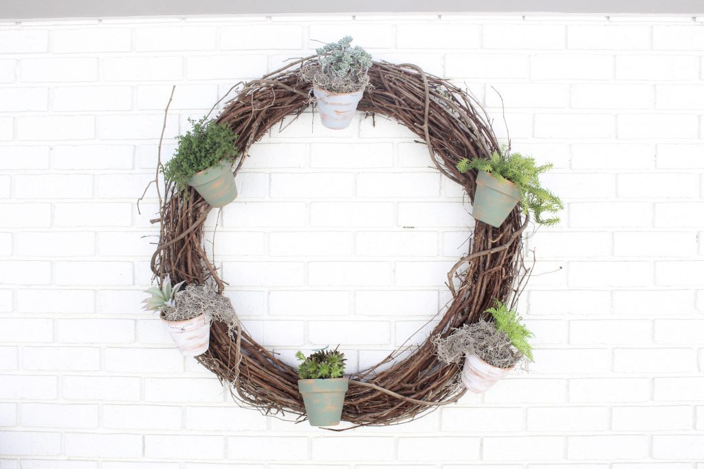 Outdoor succulent garden wreath- living wreath- grapevine wreath- hanging pots- succulents- outdoor- decor-garden- wreath with pots- DIY