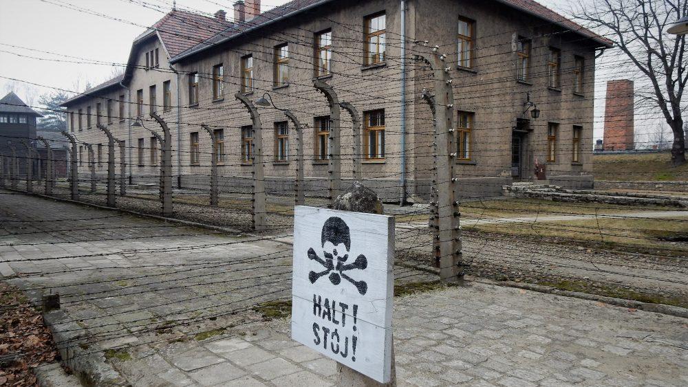 Auschwitz e Birkenau: camminare nei luoghi della memoria
