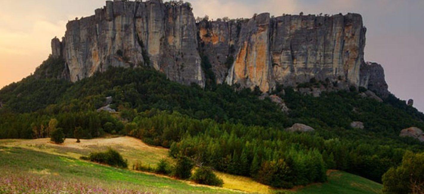 Camminiamo e Gustiamo l'Appennino: Trekking al Monte Fosola e alla Pietra di Bismantova