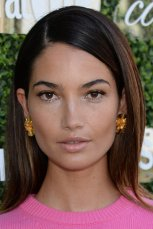 Lily_Aldridge_Side_Sectioned_Loose_Hairstyle