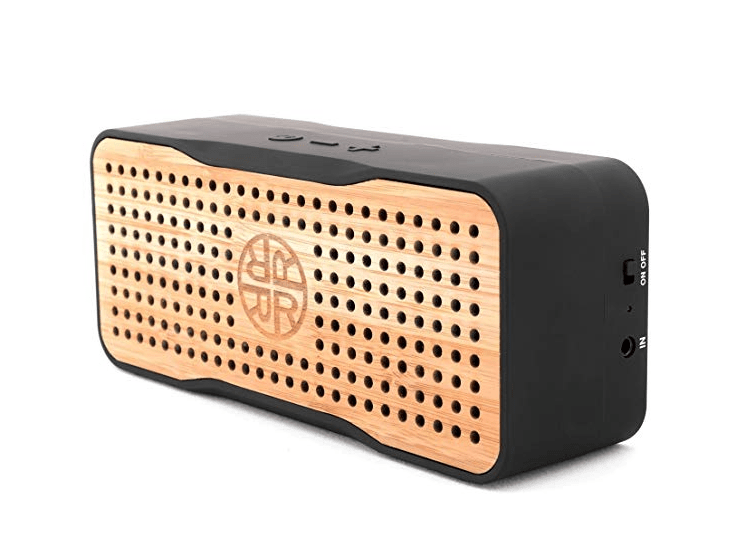 Um alto-falante portátil de bambu alimentado por energia solar é uma maneira ecologicamente correta de ouvir música.
