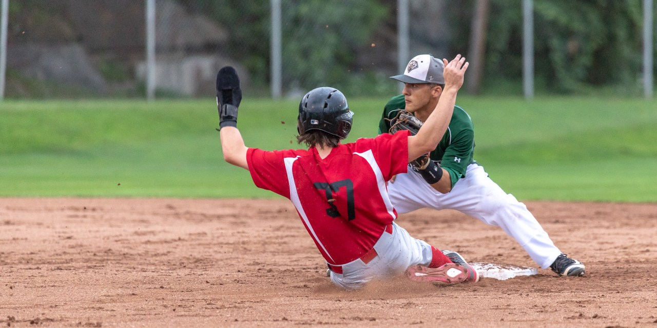 Adirondack Starts Game Out With A Bang, Double Up Diamond Dawgs 8-4