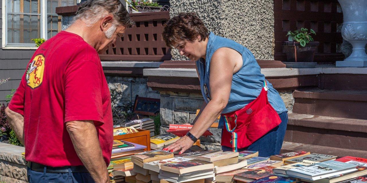 Monroe Street book sale a page-turner