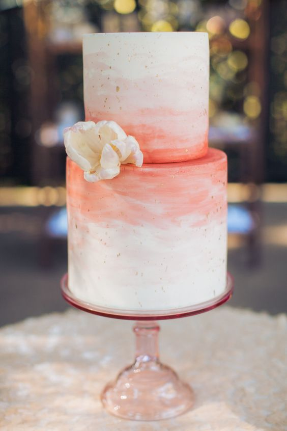 pastel de boda living coral pantone 2019