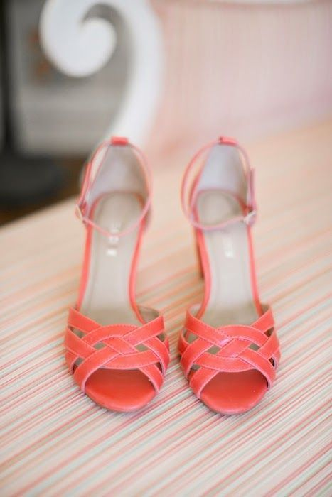 zapatos de novia living coral pantone 2019