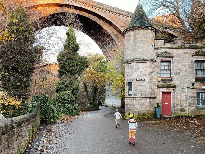 Circus Lane, Stockbridge, dean village, Edinburgh best view, Edinburgh photographer, uk parent blogger, top mummy blogger, lifestyle photographer, top 10 spots.