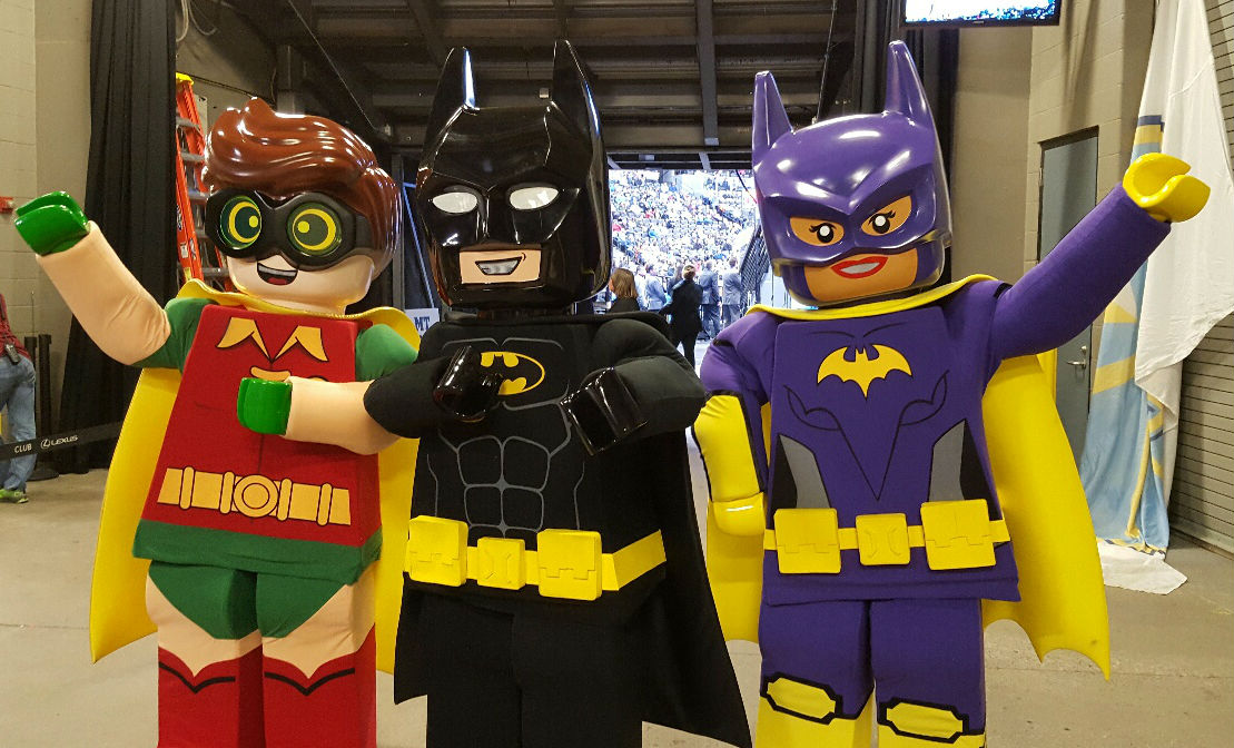Meet-And-Greet With Characters from LEGO BATMAN MOVIE | My Local News.US