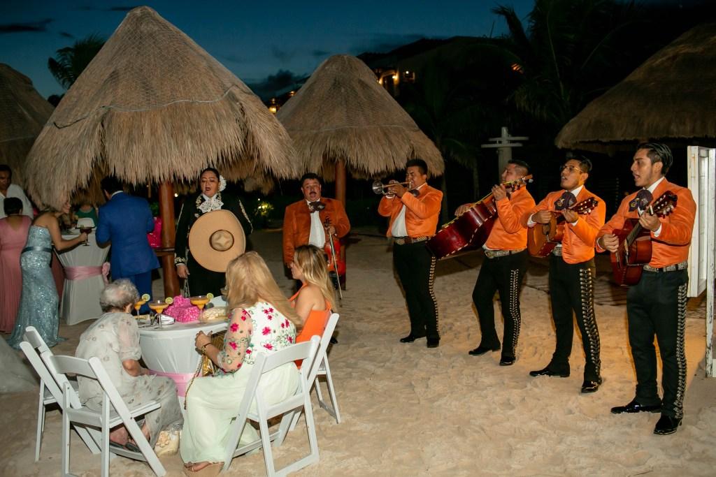 Mariachi en una boda