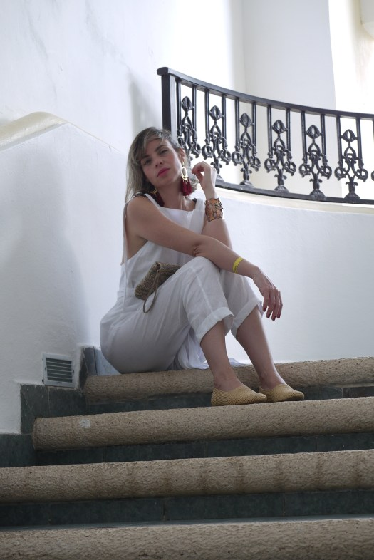 Alba Marina Otero fashion blogger from Mylovelypeople blog shares with you her trip to Cancun and what to pack in your suitcase for this kind of weather as a white linen jumpsuits