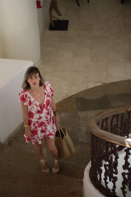 Alba Marina Otero fashion blogger from Mylovelypeople blog shares with you how to wear a wrap flower dress not only for summer but fall season too
