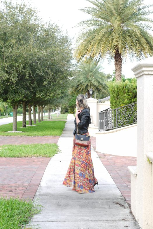Alba Marina Otero fashion blogger from Mylovelypeople blog shares with you how to give a change to a simple maxi dress adding a black leather jacket tight with a black leather belt with ankle boots