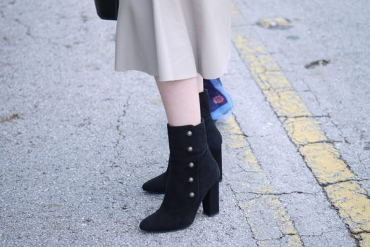 Alba Marina Otero fashion blogger from Mylovelypeople blog shares with you how to style a leather midi skirt with a knit jersey and black ankle boots for winter