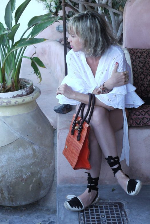 Alba Marina Otero fashion blogger from Mylovelypeople blog shares with you the power of white blouses.........
