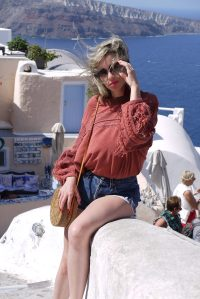 Alba Marina Otero fashion blogger from Mylovelypeople blog shares with you how to style a summer sweater with shorts for your next vacation.