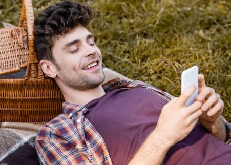 What To Text a Guy You Like To Get His Attention