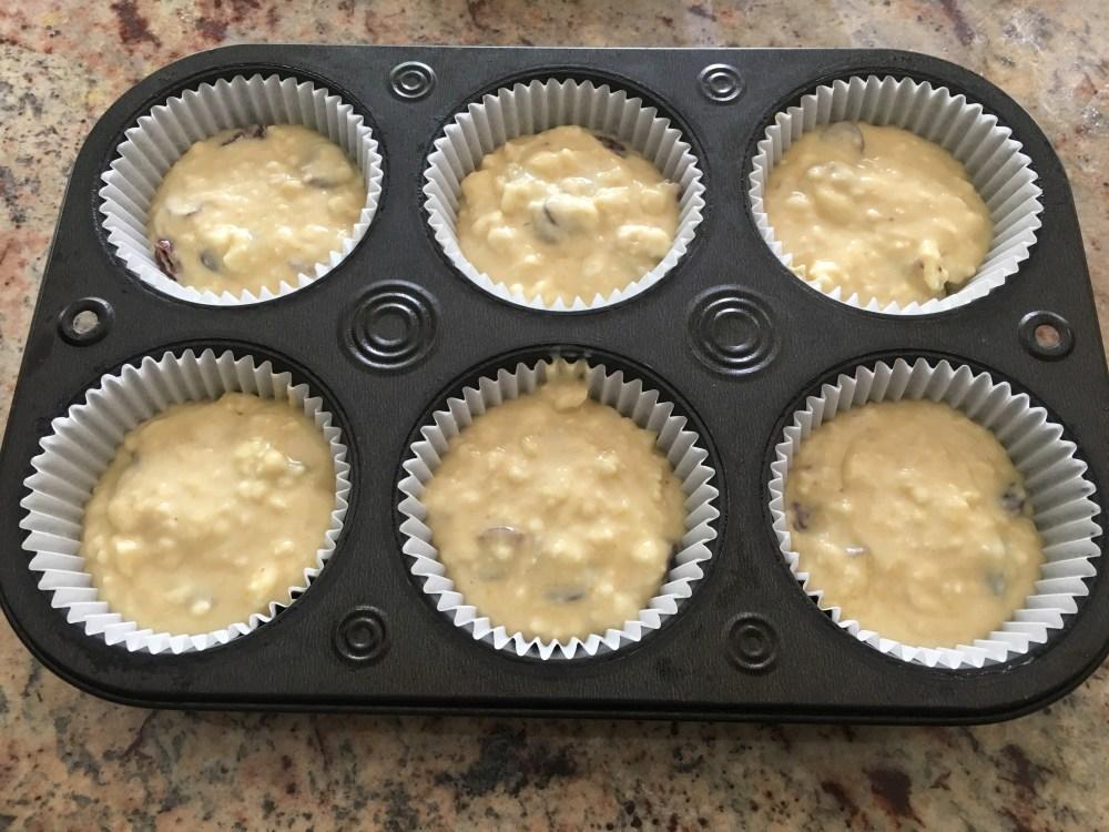 Filling muffin tin