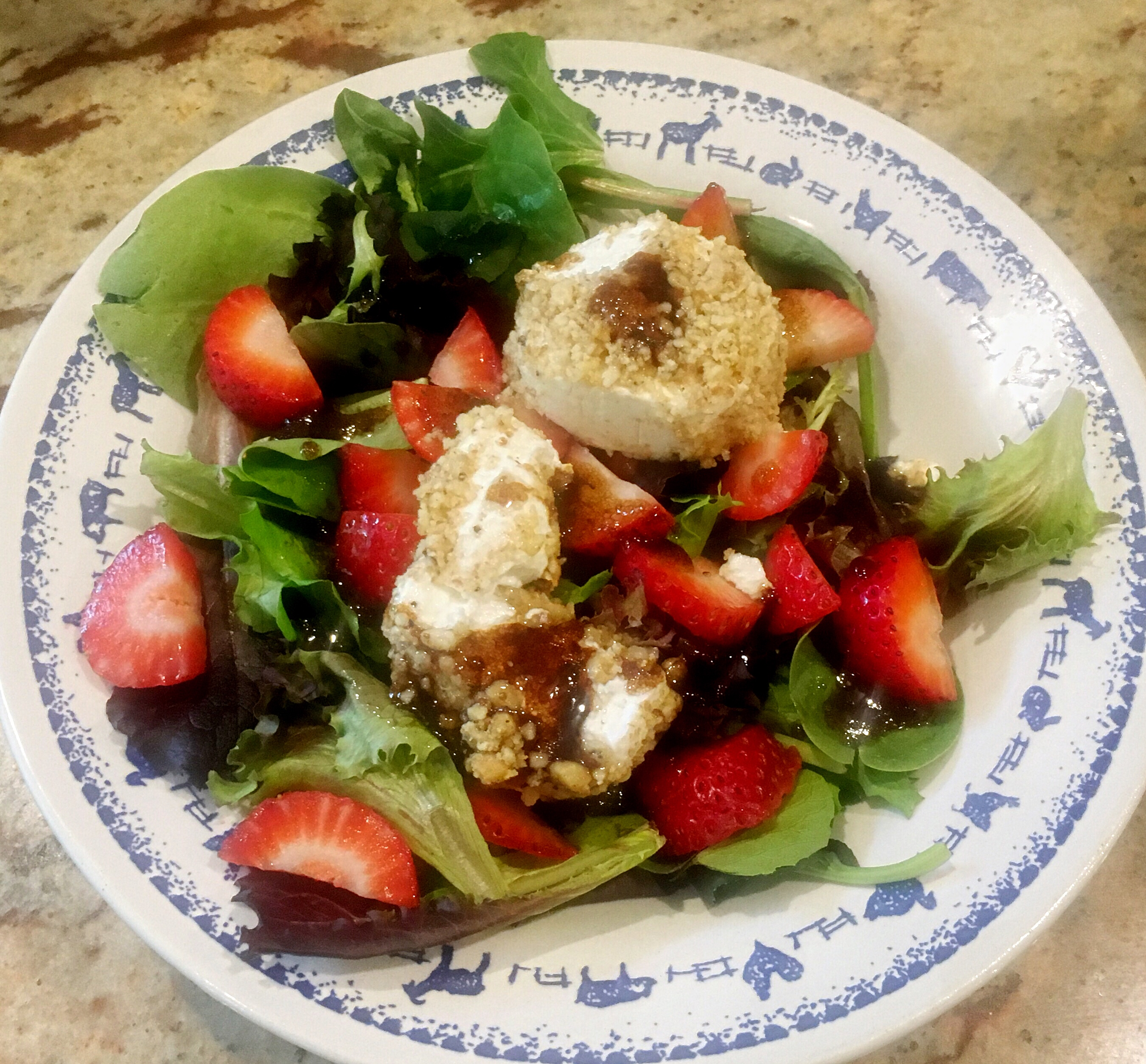 Walnut-Crusted Goat Cheese Salad with Strawberries and Balsamic Vinaigrette via @susanmylovingoven.com