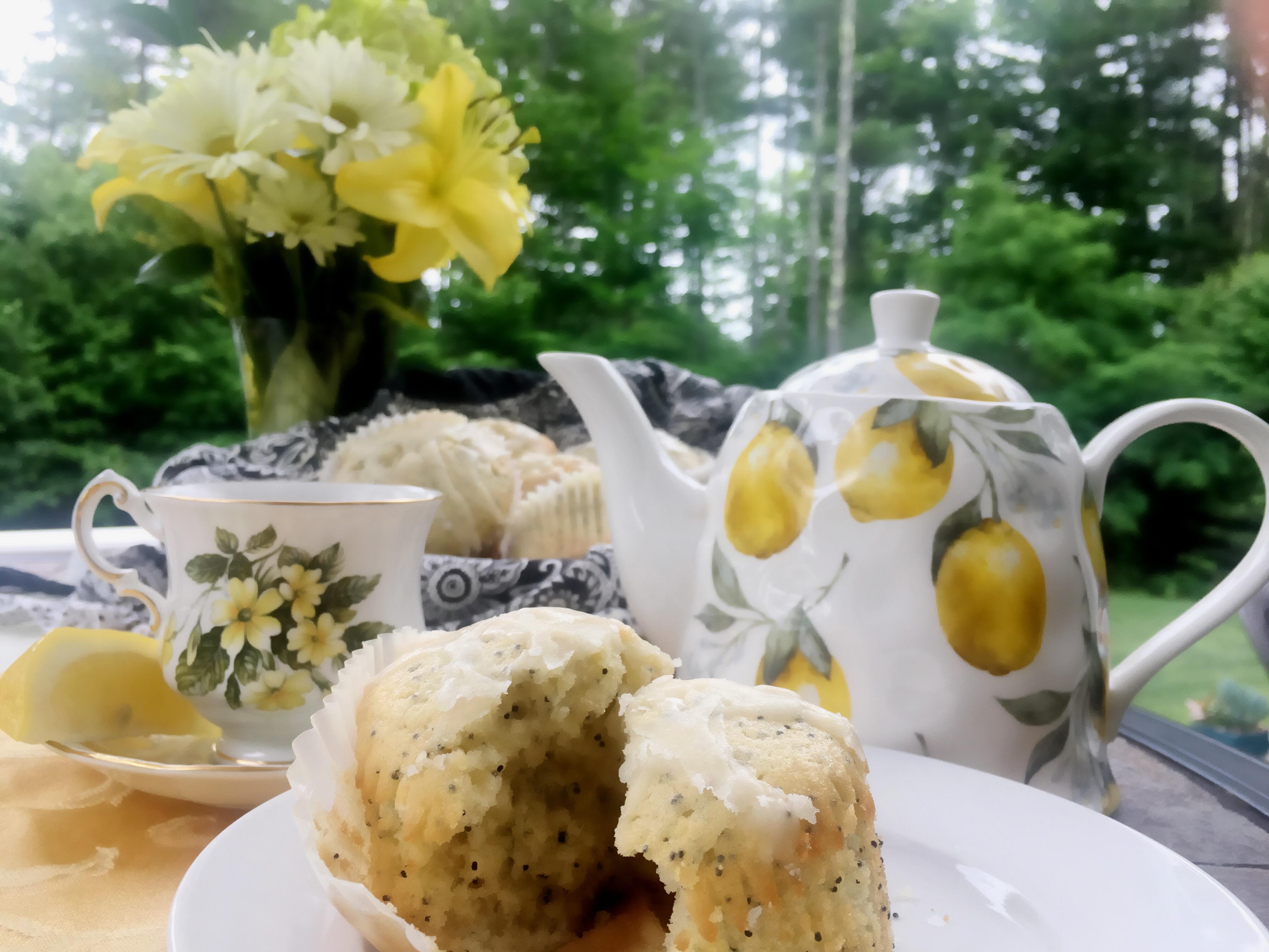 Best Ever Lemon Poppy Seed Cupcakes via @susanmylovingoven.com
